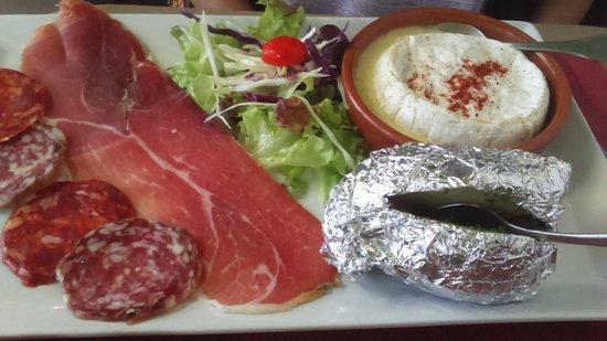 Ascain, Francia: fondue camembert