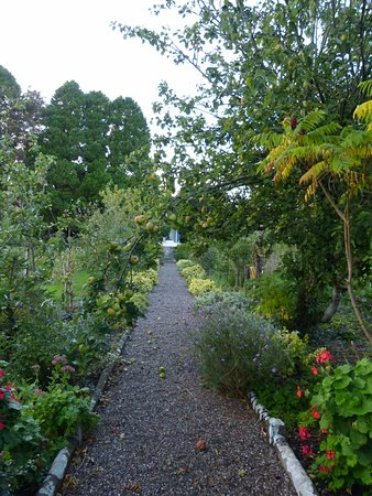 Ballingarry, Irlanda: The kitchen garden and orchard