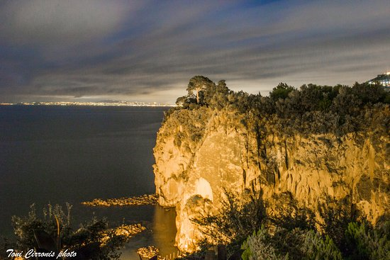 La Ripetta: Visuale notturna dalla camera 407. Sullo sfondo Napoli.