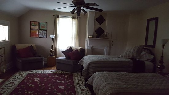 Warwick Valley Bed and Breakfast: 20160918_094233_large.jpg