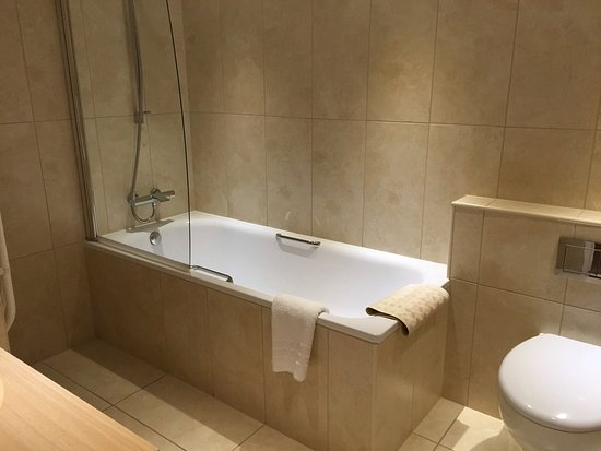 Caley Hall Hotel: Bathroom