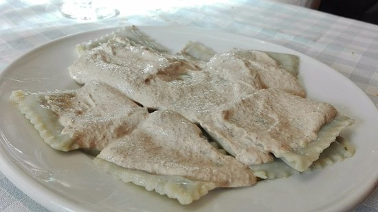 San Colombano Certenoli, Италия: pansoti sugo di noci €8