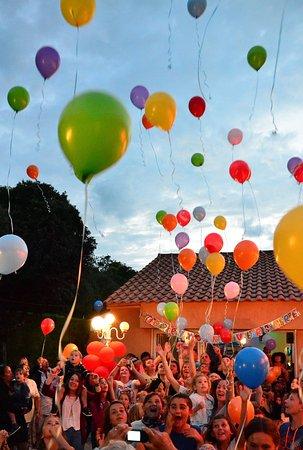 Camping l'Abri des Pins: Lâcher de ballons