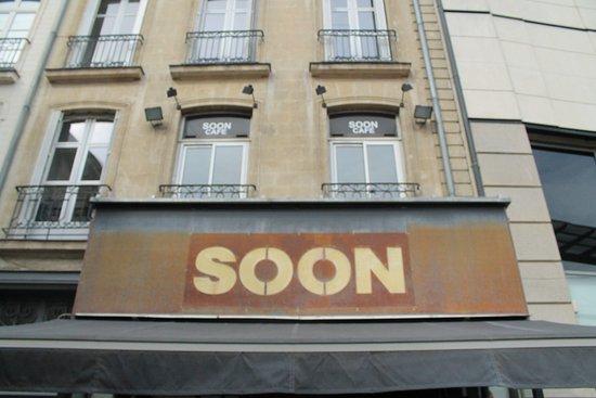 Devanture du Soon café, à côté du cinéma Gaumont - Picture of Soon ...
