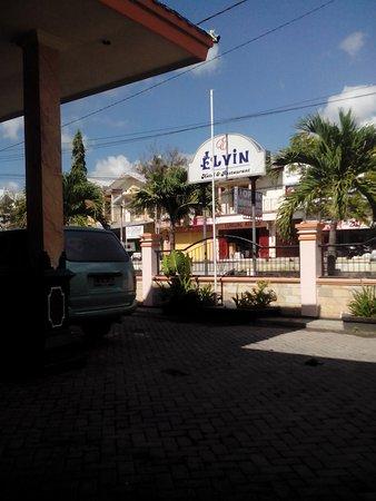 Elvin Hotel: Area depan hotel