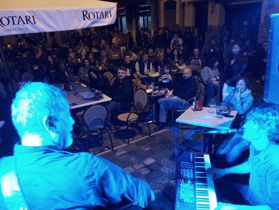 Province of Rimini, Italia: Scorci di Live music