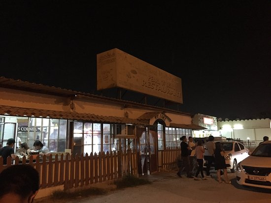 Al Khor, Qatar: Restaurant's view from the street.