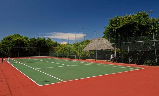 Ras Nungwi Beach Hotel: Tennis court