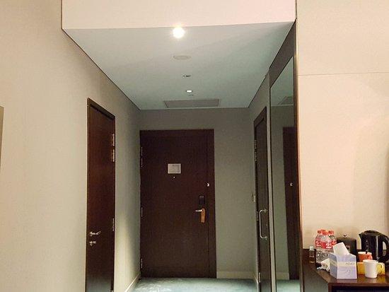 Resorts World Sentosa - Festive Hotel: Entrance, bathroom on the right, adjoining room