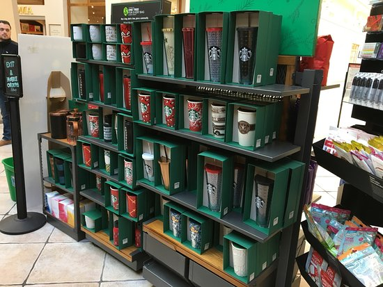 Victor, Estado de Nueva York: Starbucks - XMAS merchandise for sal