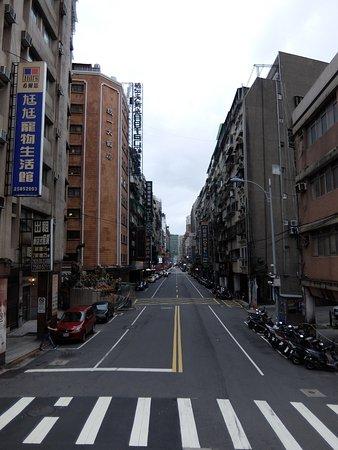 ユナイトホテル(統一大飯店), 左の茶色いビルがホテルです。
