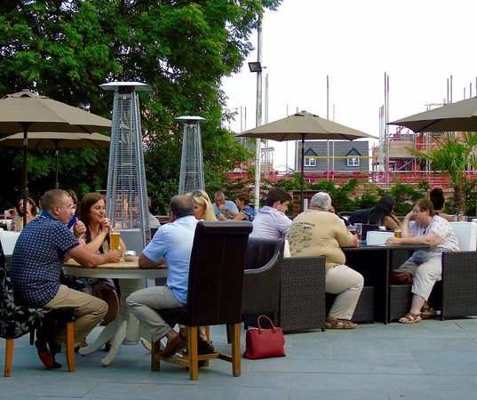 Littleover Lodge Hotel: Outdoor seating