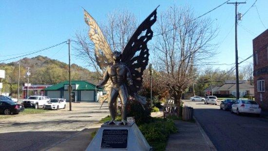 Point Pleasant, WV: Mothman Statue