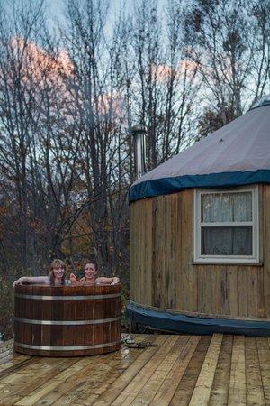 Cabot Shores Wilderness Resort and Retreat: Cedar Yurt Hot Tub!