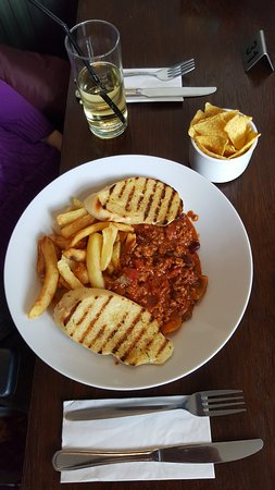 Cross Keys: Chill con carne with chips