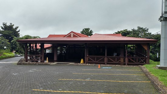 Volcano Lodge & Springs: Reception area