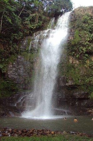 Resultado de imagem para cachoeira pé da serra barra do garças