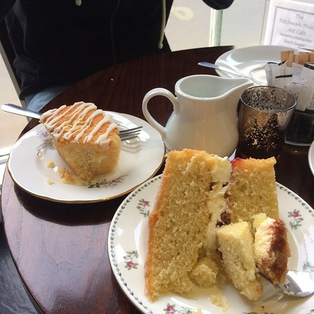 Painswick, UK: Victoria sponge and orange and almond cake