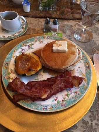 Harrison House Bed & Breakfast: Just the delicious complimentary breakfast at Harrison House Bed and Breakfast.