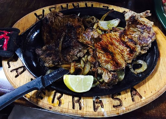Monticello, أركنساس: Carne Assad with support dishes.