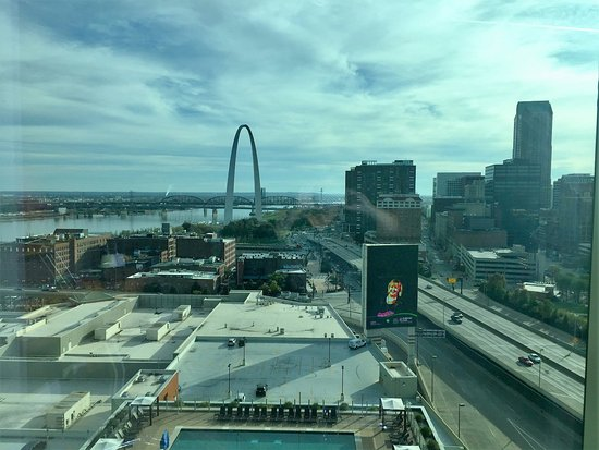 Four Seasons Hotel St. Louis: View from our 15th floor room