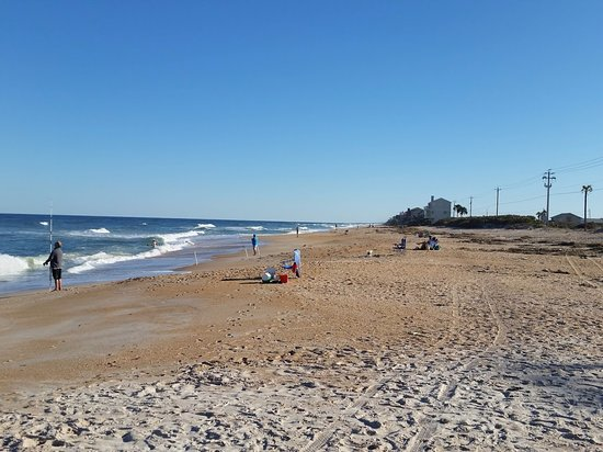 Ponte Vedra Beach, FL: Nice beach, looking south from the parking lot crossover.