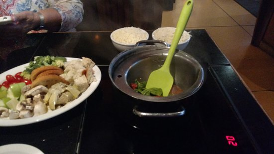 Anasazi Steakhouse & Gallery : Preparing the fondue. Notice the fresh cheese about to be added.