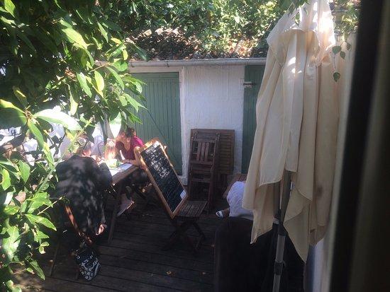 La Garenne-Colombes, Francia: Terrasse intérieure