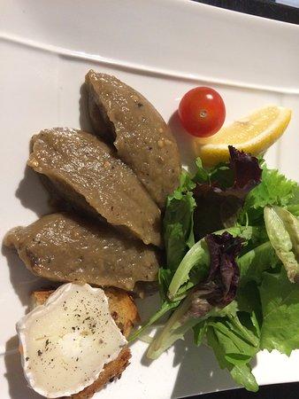 La Garenne-Colombes, Francia: Aubergines grillées et toast de chèvre