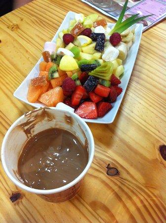 Salernes, Prancis: Fondue chocolat et ses fruits de saison