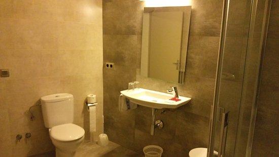 Hotel La Masia : SDB