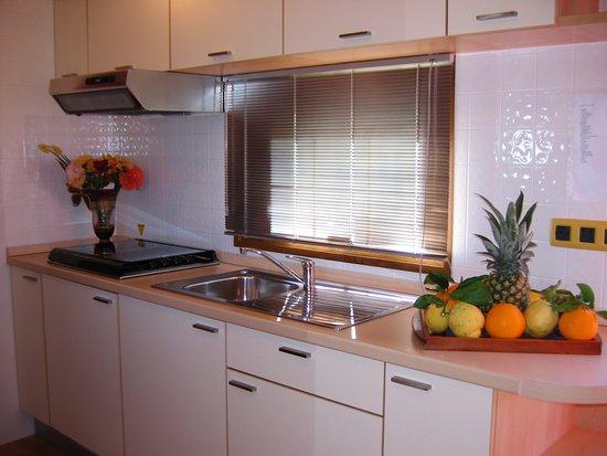 Casa mobile con angolo cottura 5 posti letto con giardinetto privato
