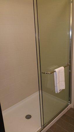 มาร์แชลล์, มินนิโซตา: Huge shower with amazing water pressure!