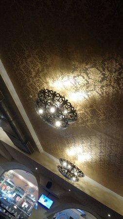 Zaffran: ceiling decor
