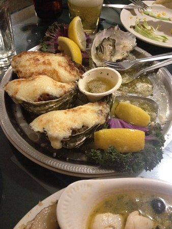 Tognazzini's Dockside Restaurant : Nunca había probado ostras tan variadas y tan ricas