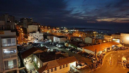 See The Sea: Nocny widok z dachu