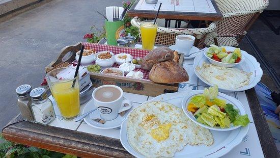See The Sea: Śniadanie w Landwer Cafe