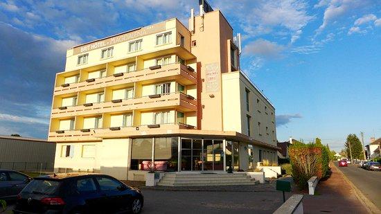 Varennes-Vauzelles, France : 2016 - Brit Hotel Magdalena - Varennes