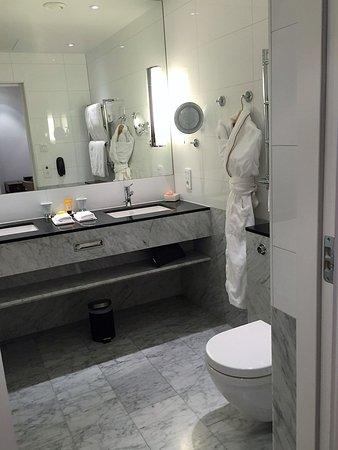 Grand Hotel: Gorgeous bathroom