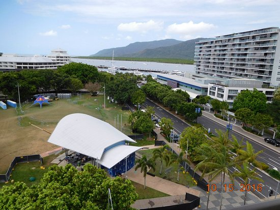 Pacific Hotel Cairns: Park across the street (Nightly Zumba there!)