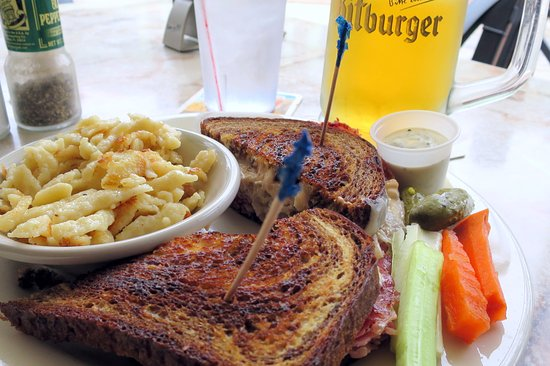 Hollerbach's: Spaetzel, the Reuben and beer...nice veggies and dip on the side...a nice touch.