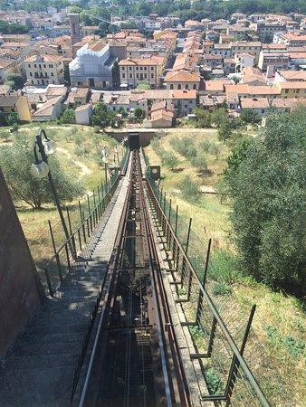 Certaldo, Italia: La vista dalla cabina di funicolare