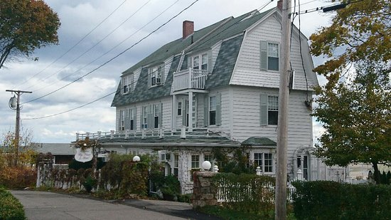 Marginal Way House: View from the road