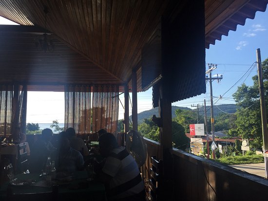 El Remate, Guatemala: The owner was so hospitable!  Beautiful with great view of gorgeous lake Peten. Authentic Guatem