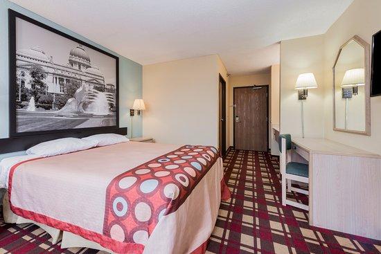 Martinsville, IN: 1 Standard Queen bed