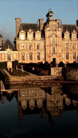 Beaumesnil, France: Ne ratez pas le soleil couchant