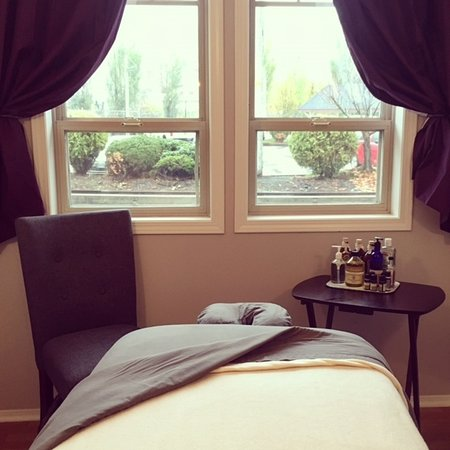 Nelson, Kanada: Enjoy a relaxing massage on the shores of Kootenay Lake