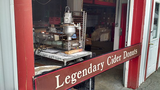 Waterbury Center, VT: Automatic apple donut machine