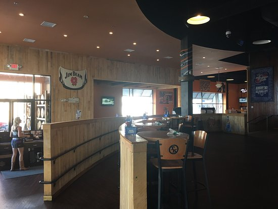 Toby Keith's I Love This Bar & Grill: lunchtime