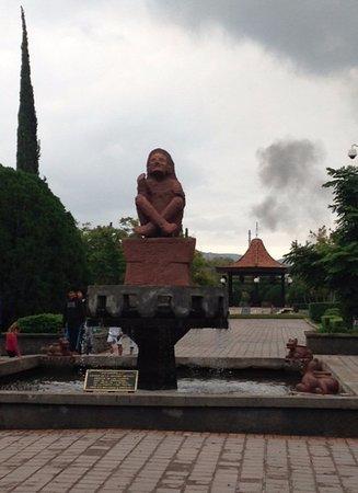 Monclova, Meksyk: La Deidad Xochipilli en la entrada del Parque
